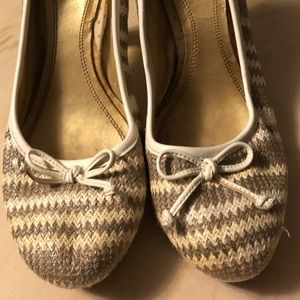 Neutral Colored Pumps with Wide Heel Size 9